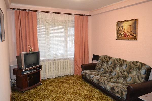 2-комнатная квартира посуточно в Донецке. Киевский район, ул. Щорса, 80а. Фото 1