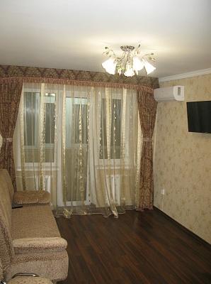 1-комнатная квартира посуточно в Кривом Роге. Дзержинский район, ул. 22-го Партсъезда, 18. Фото 1