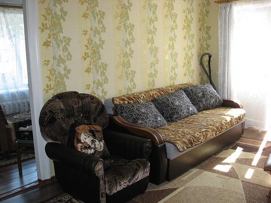 2-комнатная квартира посуточно в Бердянске. ул. Горбенко, 36. Фото 1
