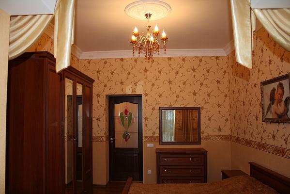 2-комнатная квартира посуточно в Хмельницком. ул. Грушевского, 85. Фото 1