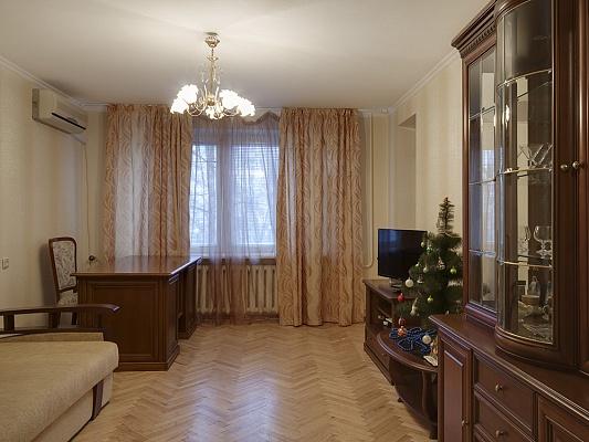4-комнатная квартира посуточно в Киеве. Оболонский район, ул. Маршала Тимошенко, 18. Фото 1