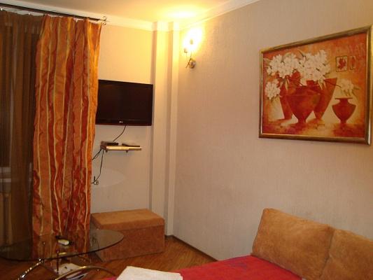 1-комнатная квартира посуточно в Днепропетровске. Октябрьский район, ул. Патаржинского, 17. Фото 1