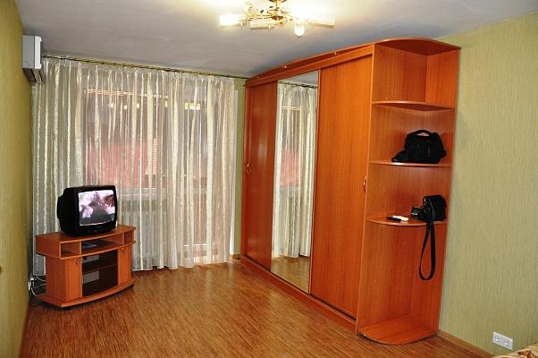 1-комнатная квартира посуточно в Харькове. Дзержинский район, ул. 23-го Августа, 42. Фото 1
