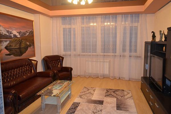 3-комнатная квартира посуточно в Харькове. Октябрьский район, Комсомольское шоссе, 55. Фото 1