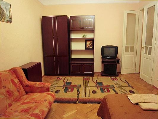 1-комнатная квартира посуточно в Черновцах. Первомайский район, ул. Кохановского, 6. Фото 1