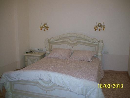 2-комнатная квартира посуточно в Краматорске. ул. Шкадинова, 48. Фото 1
