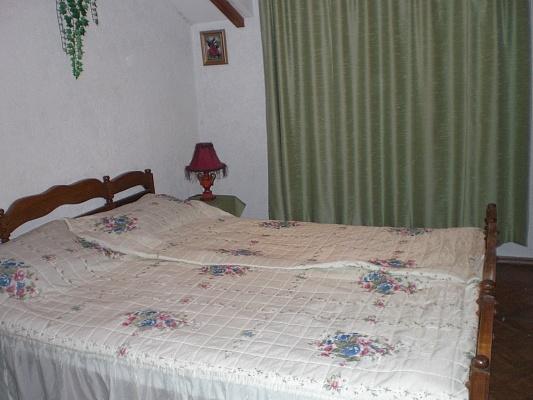 2-комнатная квартира посуточно в Севастополе. Ленинский район, ул. Очаковцев, 35. Фото 1