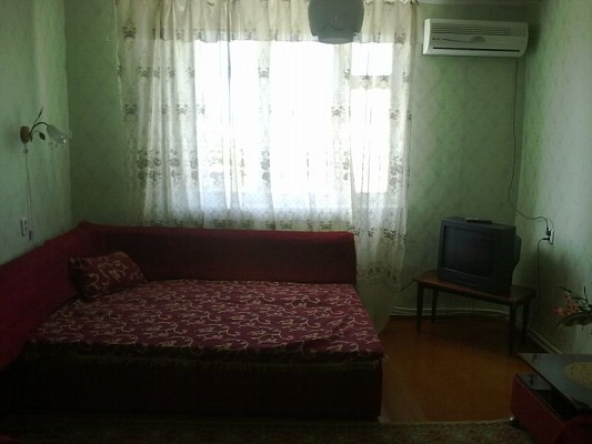 2-комнатная квартира посуточно в Саках. ул. Севастопольская, 5. Фото 1
