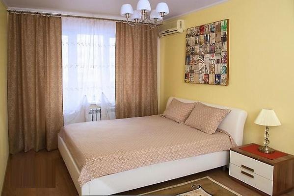 1-комнатная квартира посуточно в Донецке. Ворошиловский район, ул. Щорса, 34а. Фото 1
