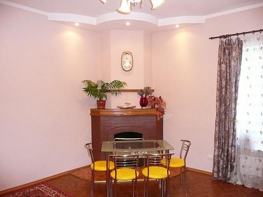 2-комнатная квартира посуточно в Ялте. ул. Лавровый, 1. Фото 1