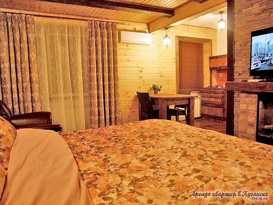 1-комнатная квартира посуточно в Луганске. Ленинский район, ул. Челюскинцев, 4. Фото 1