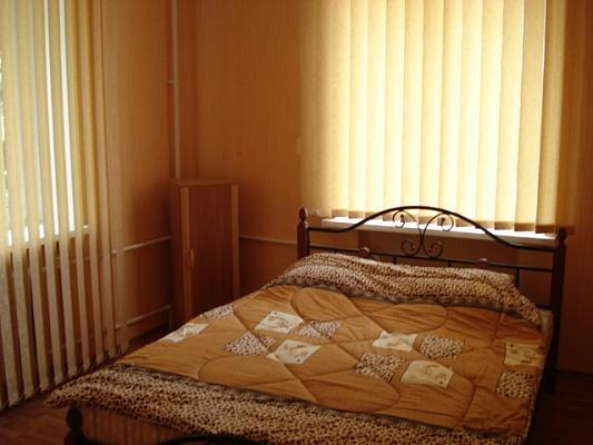 2-комнатная квартира посуточно в Симферополе. Центральный район, ул. Караимская , 23а. Фото 1