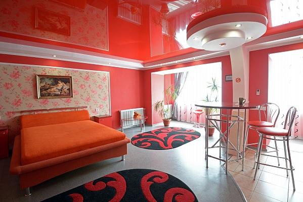 1-комнатная квартира посуточно в Херсоне. Суворовский район, пл. Свободы, 9. Фото 1