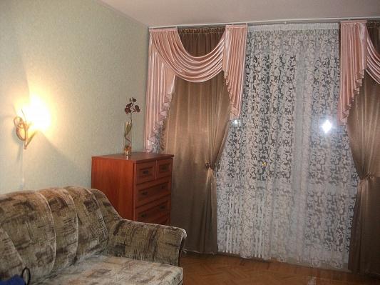 2-комнатная квартира посуточно в Харькове. Дзержинский район, ул. Академика Барабашова, 38. Фото 1