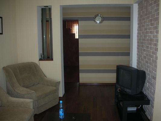 2-комнатная квартира посуточно в Киеве. Подольский район, Набережно-Луговая 3, 3. Фото 1