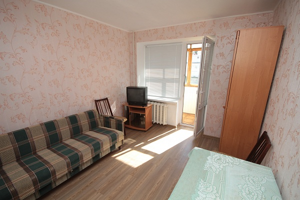 1-комнатная квартира посуточно в Евпатории. ул. Некрасова, 75. Фото 1