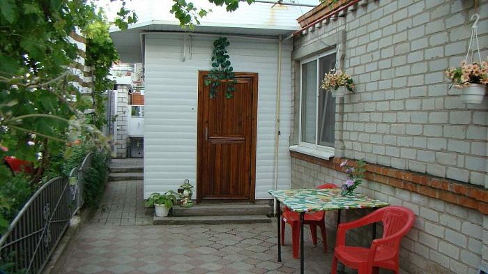 2-комнатная квартира посуточно в Бердянске. ул. Толстого, 92. Фото 1