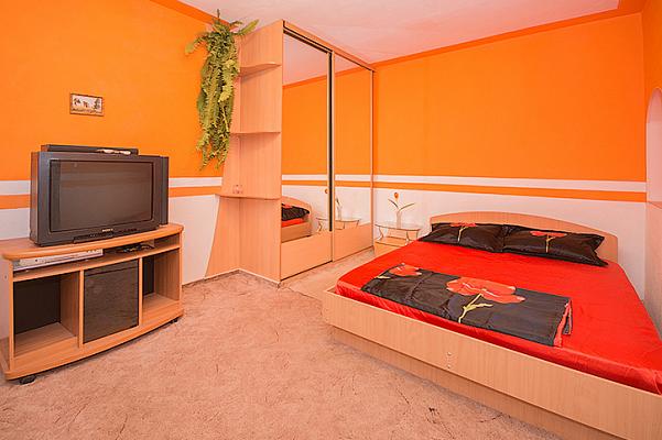 1-комнатная квартира посуточно в Мариуполе. ул. Энгельса, 39. Фото 1
