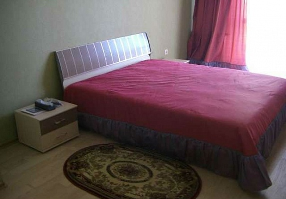 2-комнатная квартира посуточно в Херсоне. Днепровский район, ул. Гмырева, 3. Фото 1