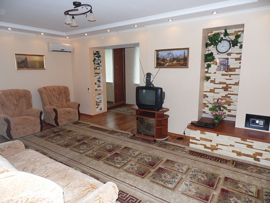 1-комнатная квартира посуточно в Скадовске. ул. Свободы (Октябрьской революции), 5. Фото 1