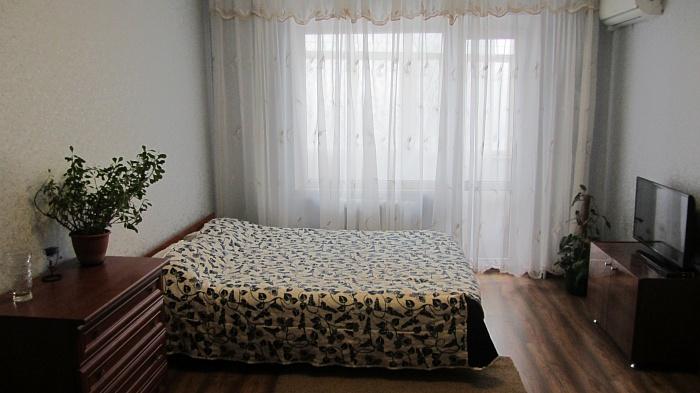 1-комнатная квартира посуточно в Николаеве. Заводской район, ул. Лазурная, 6А. Фото 1