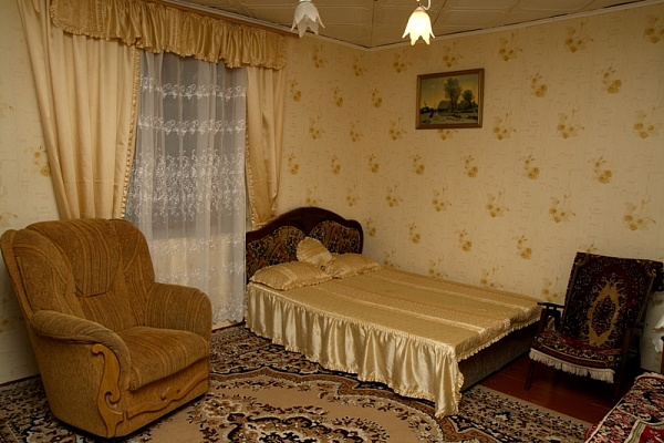 2-комнатная квартира посуточно в Алупке. ул. Красногвардейская, 18. Фото 1