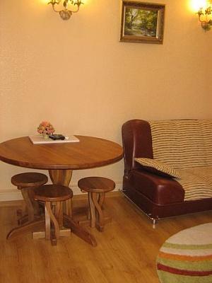 2-комнатная квартира посуточно в Симферополе. Железнодорожный район, б-р Ленина, 3. Фото 1