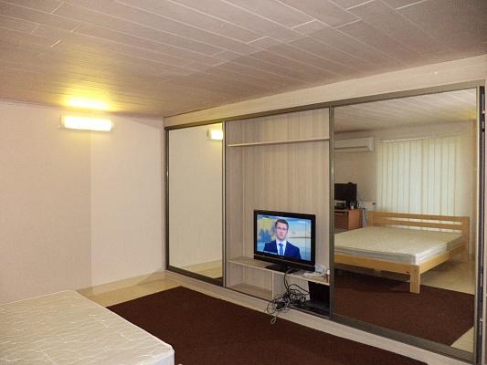 1-комнатная квартира посуточно в Одессе. Малиновский район, ул. Рекордная, 68/1. Фото 1