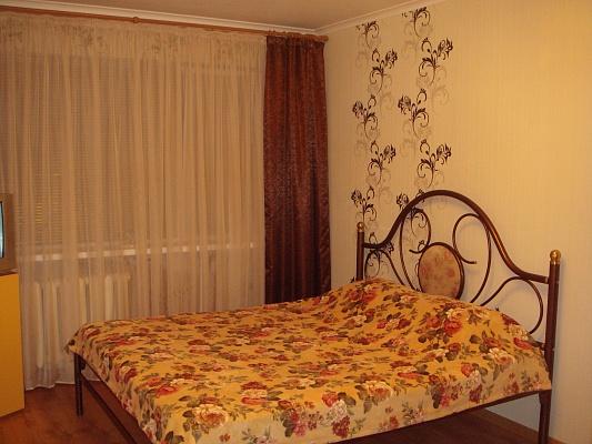 2-комнатная квартира посуточно в Мариуполе. Центральный район, пр-т Строителей, 70. Фото 1
