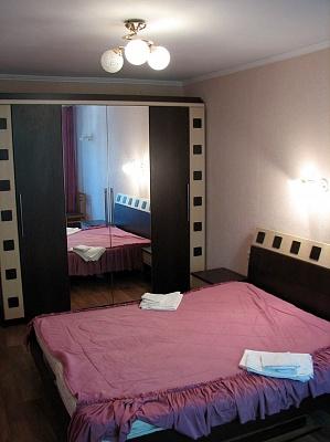 2-комнатная квартира посуточно в Евпатории. ул. Фрунзе, 69. Фото 1