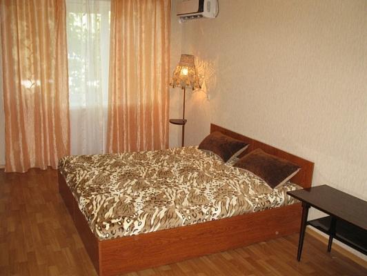 2-комнатная квартира посуточно в Николаеве. Центральный район, пр-т Центральный (Ленина), 161. Фото 1