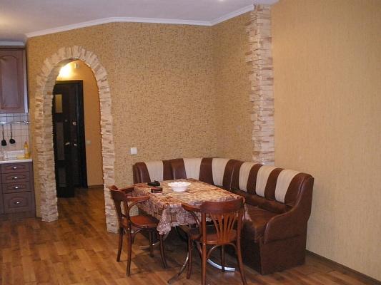 1-комнатная квартира посуточно в Броварах. ул. Черняховского, 11г. Фото 1