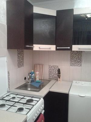 2-комнатная квартира посуточно в Луганске. Ленинский район, ул. Коцюбинского, 15. Фото 1