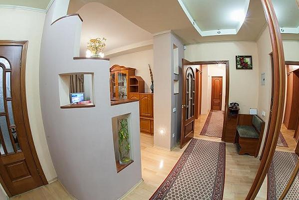3-комнатная квартира посуточно в Львове. Лычаковский район, ул. Барвинских, 2. Фото 1