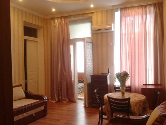 3-комнатная квартира посуточно в Ялте. Центр Ялты район, ул. Чехова, 9. Фото 1