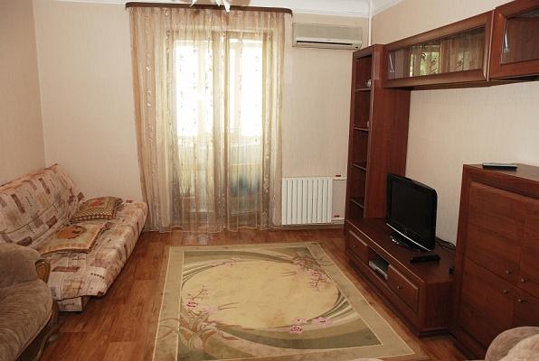 2-комнатная квартира посуточно в Донецке. Ворошиловский район, ул. Постышева, 34. Фото 1