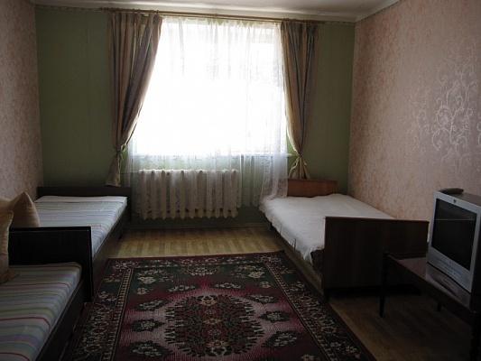 1-комнатная квартира посуточно в Евпатории. ул. 9 Мая, 118-а. Фото 1