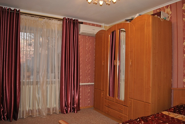 Дом  посуточно в Севастополе. Гагаринский район, ул. Стрелецкая, 1. Фото 1
