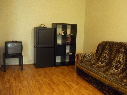 1-комнатная квартира посуточно в Донецке. Пролетарский район, Щетинина, 4. Фото 1