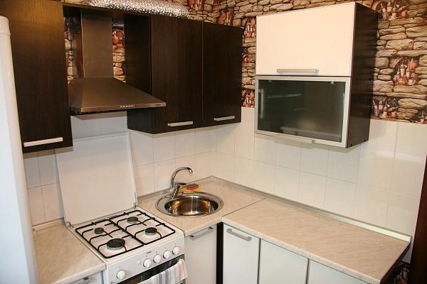 1-комнатная квартира посуточно в Мариуполе. пр-т Ленина , 75. Фото 1
