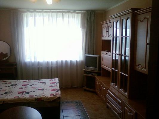 3-комнатная квартира посуточно в Симферополе. Центральный район, ул. Самокиша, 10А. Фото 1
