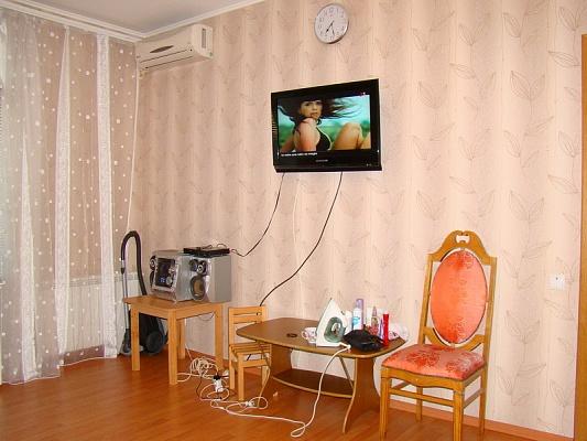 2-комнатная квартира посуточно в Бердянске. ул. Мазина, 5. Фото 1