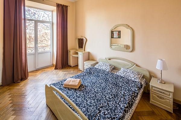 2-комнатная квартира посуточно в Львове. Галицкий район, ул. Лисенко, 2. Фото 1