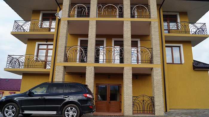 4-комнатная квартира посуточно в Сходнице. ул. Независимости, 26. Фото 1