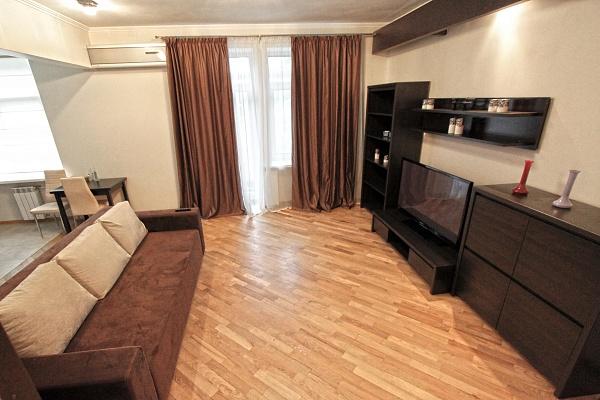 2-комнатная квартира посуточно в Киеве. Голосеевский район, ул. Жилянская, 54. Фото 1