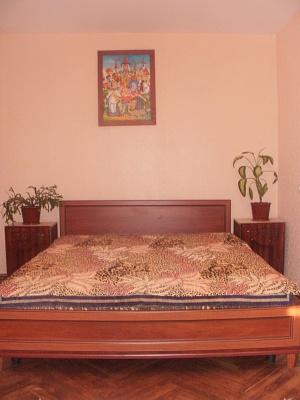 2-комнатная квартира посуточно в Киеве. Святошинский район, пр-т Леся Курбаса, 4. Фото 1