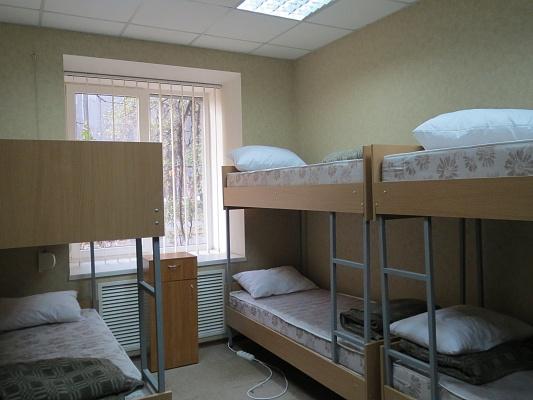 3-комнатная квартира посуточно в Харькове. Дзержинский район, ул. Чичибабина, 2. Фото 1