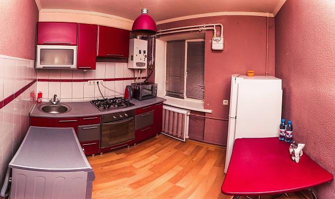 1-комнатная квартира посуточно в Черкассах. ул. Надпольная (Ильина), 214. Фото 1