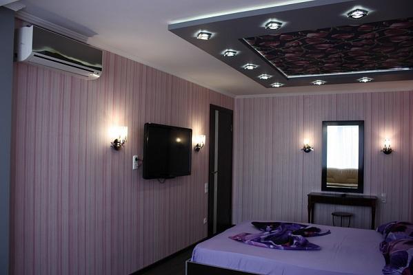 2-комнатная квартира посуточно в Мариуполе. ул. Ленина, 106. Фото 1
