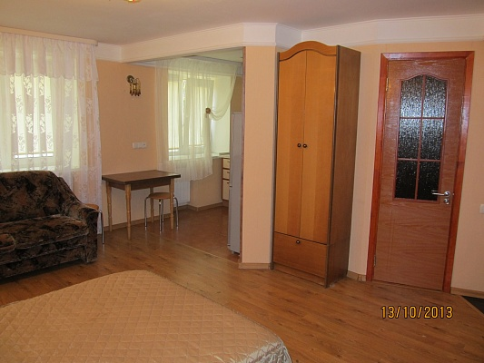 1-комнатная квартира посуточно в Сумах. Ковпаковский район, ул. Троицкая, 43. Фото 1